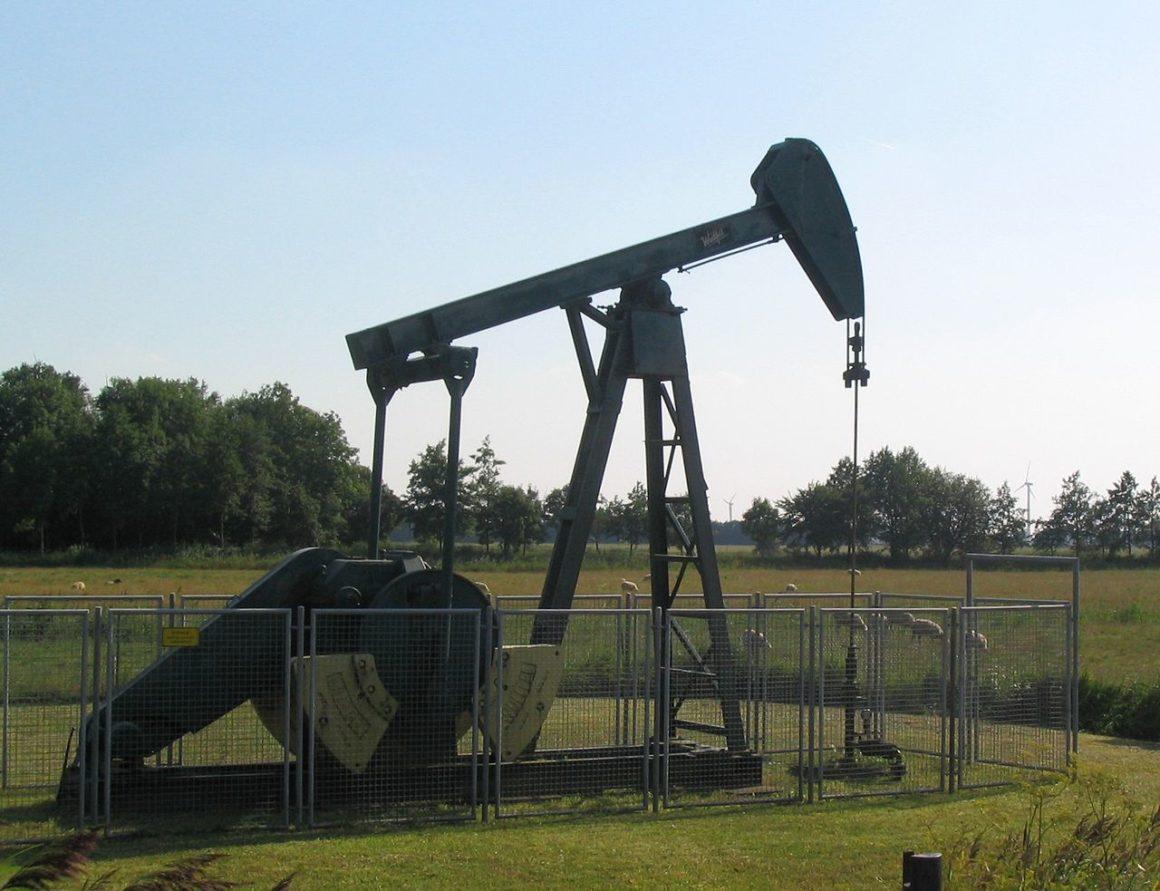 Verschiedene Stoffarten werden aus Öl hergestellt.