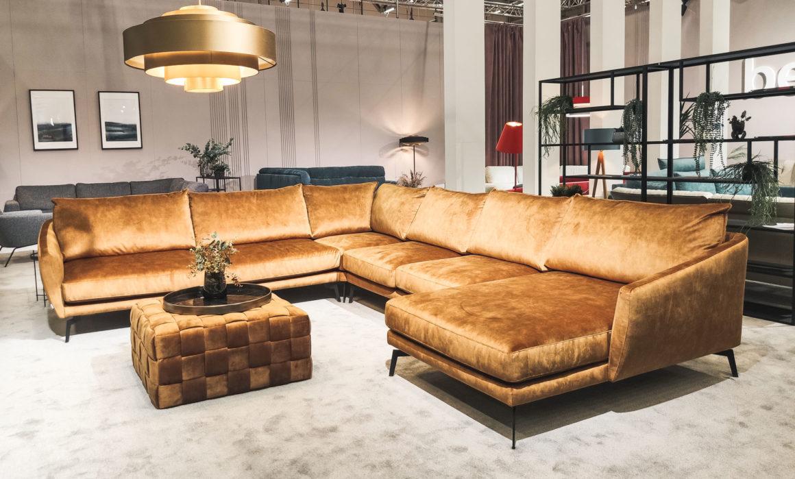 Großes Sofa mit Ottomane rechts