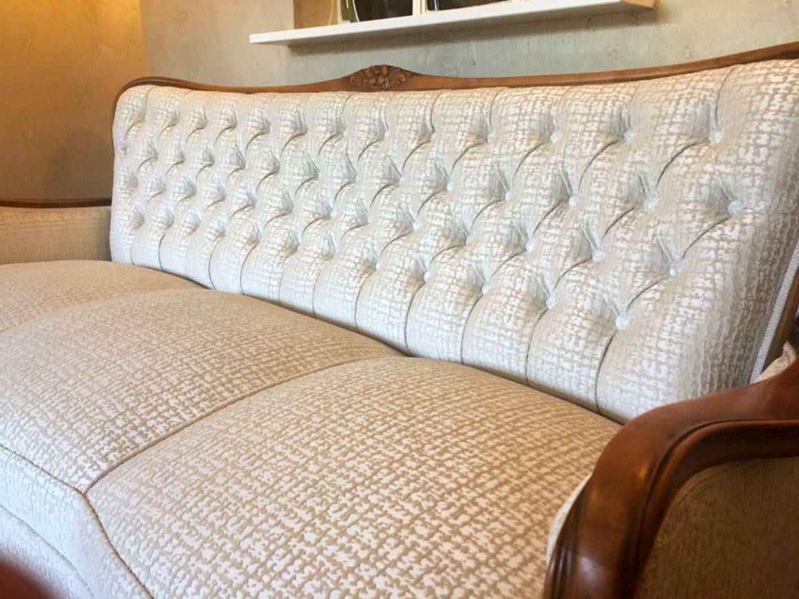 Ein Sofa neu beziehen – lohnt sich der Aufwand? Diese 13 Antworten geben Aufschluss.